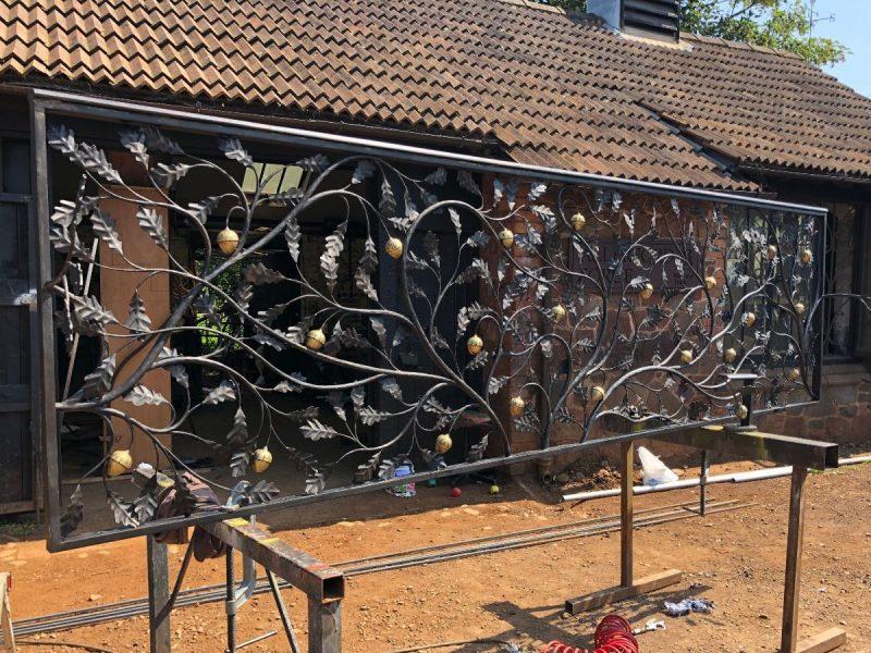 Forged oakleaf balustrade